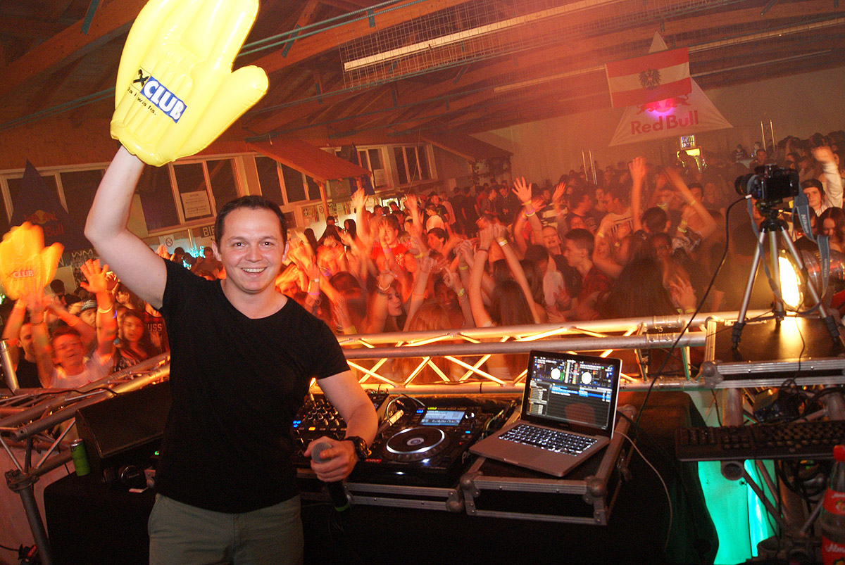 DJ daKaos