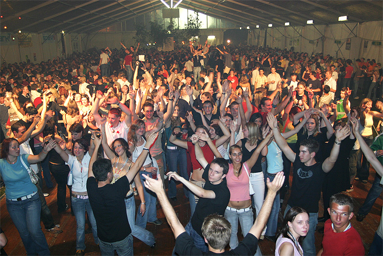 Und auch schon geniale Stimmung beim Zeltfest im Jahr 2005